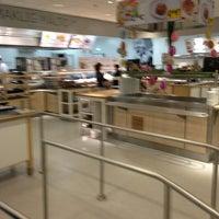 Photo prise au IKEA Restaurant & Café par Alexis N. le4/27/2014