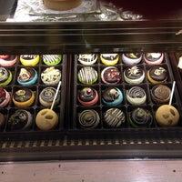 Foto tomada en Cafe M por Julie F. el 12/23/2013