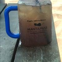 Foto tomada en Mantamar Beach Club • Bar & Grill por Heath el 5/27/2017