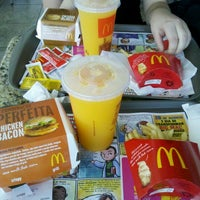 Photo taken at McDonald's by Ana Claudia Geraldes (. on 9/25/2012