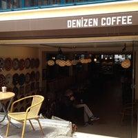 5/4/2013 tarihinde Stratos V.ziyaretçi tarafından Denizen Coffee'de çekilen fotoğraf