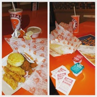 Photo taken at Popeyes Louisiana Kitchen by Andi on 12/30/2015