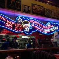Photo taken at Red Robin Gourmet Burgers by Daniel R. on 12/28/2012