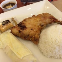 Photo taken at Max's Restaurant by Maricel on 7/3/2015