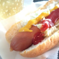 Photo taken at ウエストパークカフェ 羽田店 West Park Cafe by Hiroshi M. on 9/15/2012