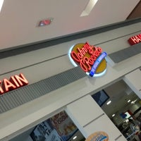 Photo taken at Johnny Rockets by Anderson O. on 2/16/2015