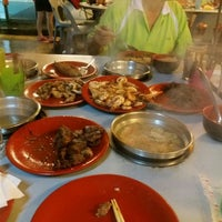 Photo taken at Swan Teem BBQ Steamboat (双天自助铁板火锅城) by Carlthiny R. on 3/4/2016