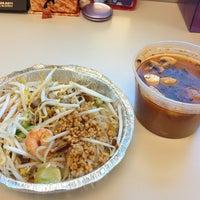 Foto tomada en Boonsong Thai Cuisine por Lena N. el 1/22/2013