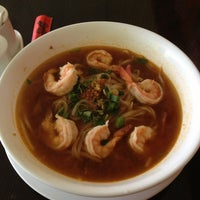 Foto tomada en Boonsong Thai Cuisine por Lena N. el 3/4/2013