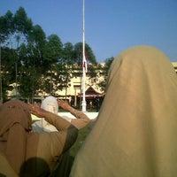 Photo taken at Universitas Lancang Kuning by Vita T. on 8/17/2013