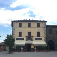 Foto scattata a Antica Trattoria La Torre da Adri C. il 6/23/2016