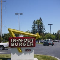 Photo taken at In-N-Out Burger by shingo i. on 6/20/2013