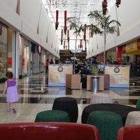 Foto tirada no(a) Montes Claros Shopping por Andrey C. em 12/15/2012