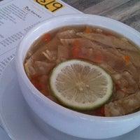 Foto tomada en El 9 Restaurante Lounge Yucateco por Yahel G. el 4/15/2014