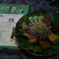 Photo taken at Saung Kiray Sangu Tutug Oncom by anind on 11/26/2012