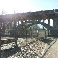รูปภาพถ่ายที่ Piedmont Park Dog Park โดย Juli K. เมื่อ 1/19/2013