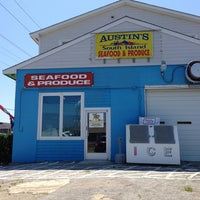 Photo taken at Austin's South Island Seafood & Produce by anne s. on 7/27/2013