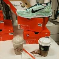 1/27/2015 tarihinde Kdr K.ziyaretçi tarafından Nike Factory Store'de çekilen fotoğraf
