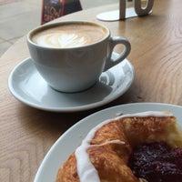 Das Foto wurde bei Pavement Coffeehouse von Katie K. am 5/16/2015 aufgenommen