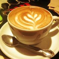 2/27/2013 tarihinde Katie K.ziyaretçi tarafından Pavement Coffeehouse'de çekilen fotoğraf