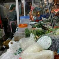 Photo taken at อาหารตามสั่ง หนู+นงค์ by Arnat😎 R. on 10/29/2015