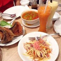 Photo taken at Manam Comfort Filipino by Diane Kristine S. on 11/27/2015