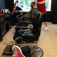 Foto scattata a Central Barbershop da Gulya K. il 5/25/2013