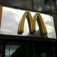 Das Foto wurde bei McDonald's von Natalia Z. am 5/26/2013 aufgenommen