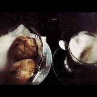 Das Foto wurde bei Cafe Stein von Niko V. am 11/2/2012 aufgenommen