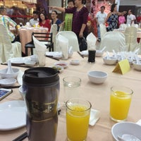 Photo taken at Hei Yeong Seng Chinese Restaurant (喜洋城) by WengWeng B. on 5/15/2016