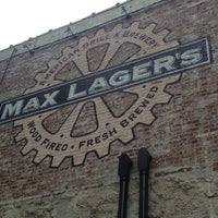Foto tomada en Max Lager's Wood-Fired Grill & Brewery por Kallie M. el 7/9/2013