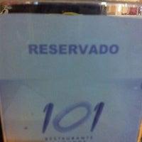 Photo taken at 101 Restaurante e Lounge by Vanessa Lira C. on 6/1/2013