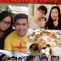 Photo taken at Honorary Family 裕滿人家 by Arturo Gamuza T. on 11/28/2012