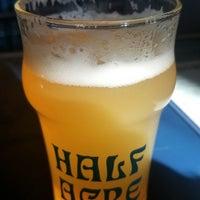 3/11/2018 tarihinde Adam D.ziyaretçi tarafından Half Acre Beer Company Balmoral Tap Room & Barden'de çekilen fotoğraf