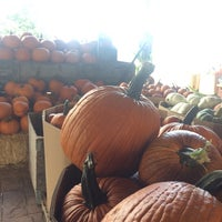 Photo taken at Apple Annie's Pumpkins And Produce by Rueben S. on 9/27/2014
