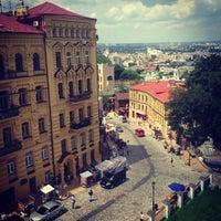Снимок сделан в Андреевский спуск пользователем Vladimir K. 6/10/2013