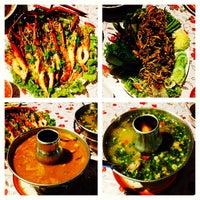 Photo taken at ร้านอาหารลมโชย @พังงา by Puih S. on 11/11/2013