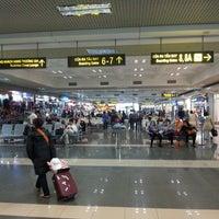 Photo taken at Noi Bai International Airport (HAN) by 秀貴 滝. on 1/2/2013