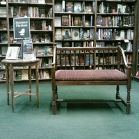 Foto scattata a Tattered Cover Bookstore da Rebbecca R. il 10/4/2012