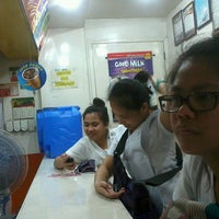 Photo taken at Minute Burger by Ford T. on 10/16/2013