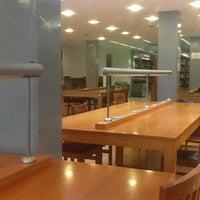 Photo taken at GSÜ Suna Kıraç Kütüphanesi by Enis E. on 10/20/2012
