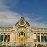 Foto tirada no(a) Jardins des Champs-Élysées por Enis E. em 7/16/2013
