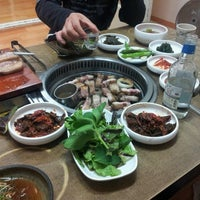 Photo taken at 모메존 by 성호 진. on 11/24/2013