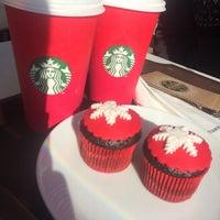 12/5/2015 tarihinde Nisa U.ziyaretçi tarafından Starbucks'de çekilen fotoğraf