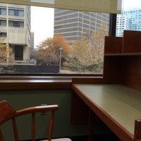 Das Foto wurde bei MIT Dewey Library (E53-100) von Eduardo P. am 11/12/2013 aufgenommen