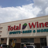 Photo prise au Total Wine & More par Elizabeth H. le6/1/2013