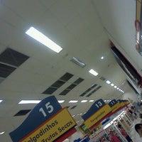 Foto tirada no(a) Supermercado Angeloni por Silvio N. em 12/30/2012