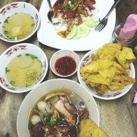 2/3/2013 tarihinde aum n.ziyaretçi tarafından ก๋วยเตี๋ยวแซงโค้ง'de çekilen fotoğraf