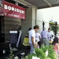 Foto tirada no(a) Central Market por Cooper H. em 5/19/2012