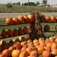 Photo taken at Tanners Orchard by Leslie F. on 9/29/2012